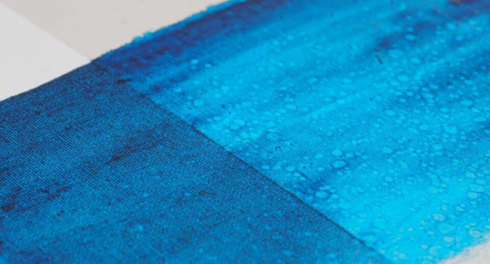 Blue paint and the Oil Glazing effect