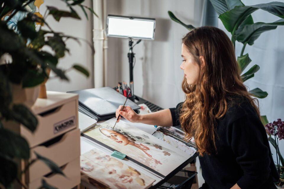 Malgorzata Zdanio in her studio