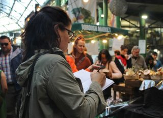 Mariajo's sketching at Borough Market in London ©Mariajo Ilustrajo